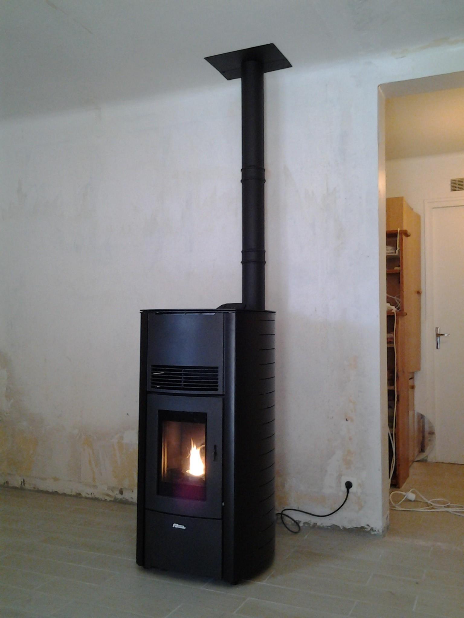 poele fonte flamme alti energies naturels. Black Bedroom Furniture Sets. Home Design Ideas